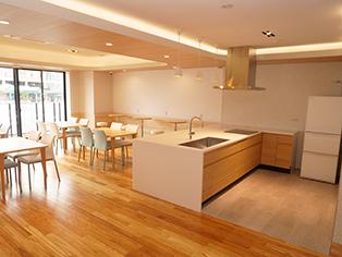 共有スペース内のキッチン&ダイニング