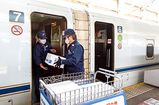 九州新幹線への積み込み